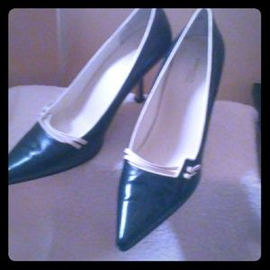 Shoes - Navy blue heels